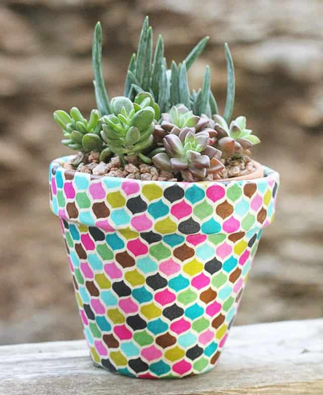 Looking for an inexpensive and super cute gift idea? Well you might want to try making your own DIY fabric wrapped terra cotta pots.