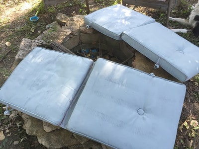 diy tutorial on how to paint your outdoor seat cushions