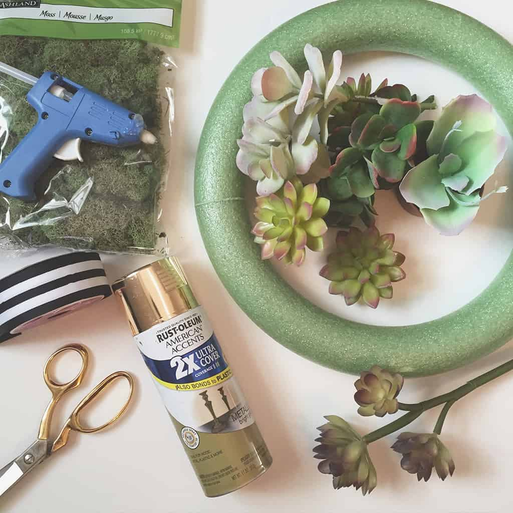 Affordable and pretty DIY succulent wreath tutorial