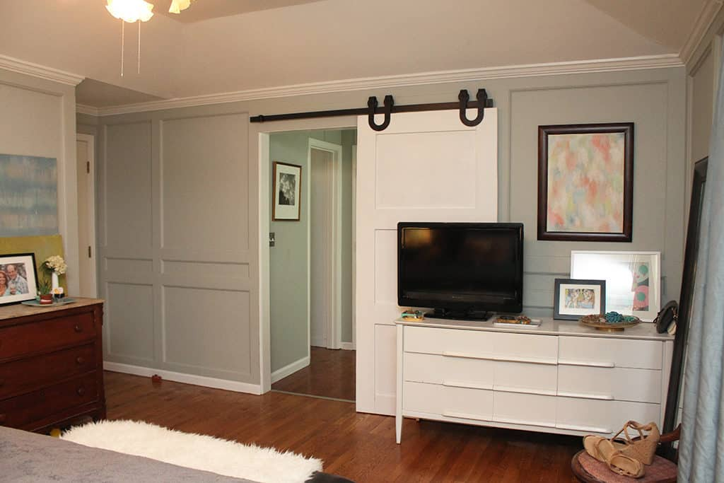 How to build your own DIY sliding barn door - A compete tutorial