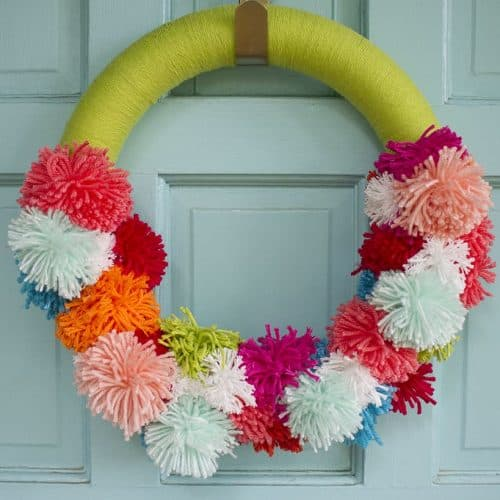DIY pom pom wreath tutorial
