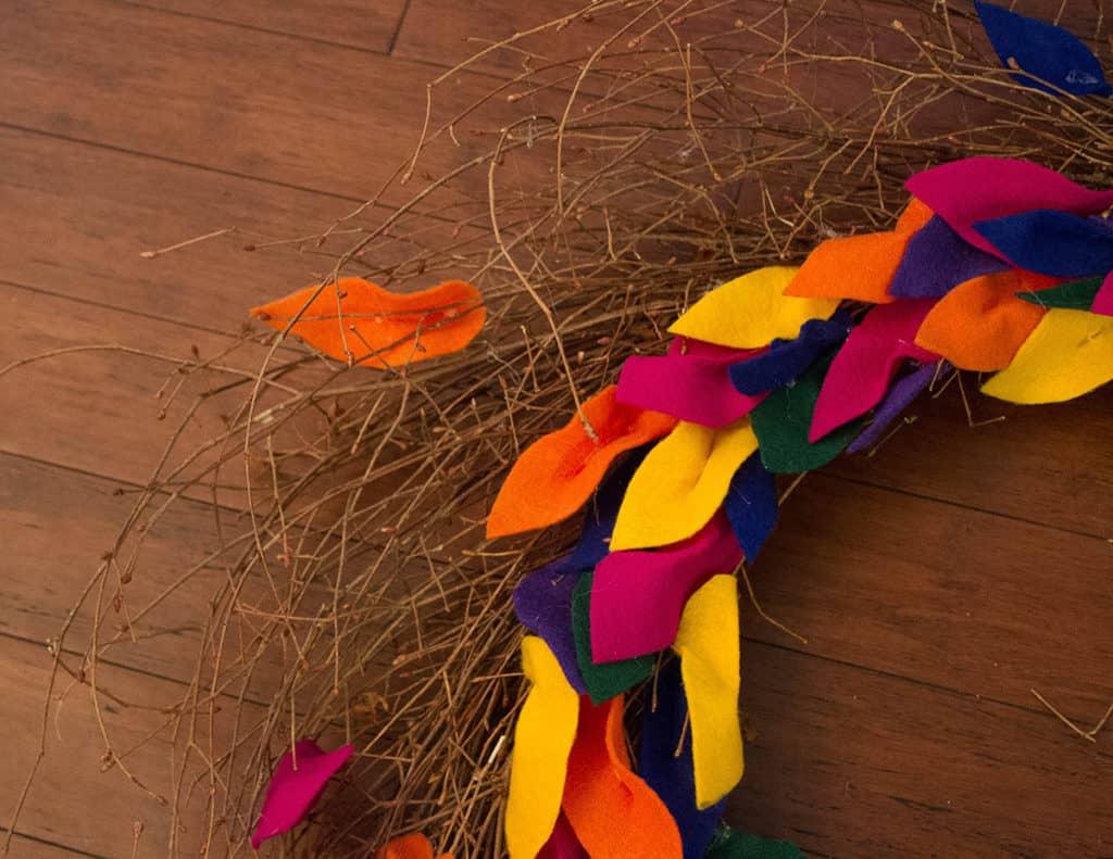 Oh So Lovely Blog shares a fun and easy DIY felt leaf fall wreath tutorial. Perfect for the season!