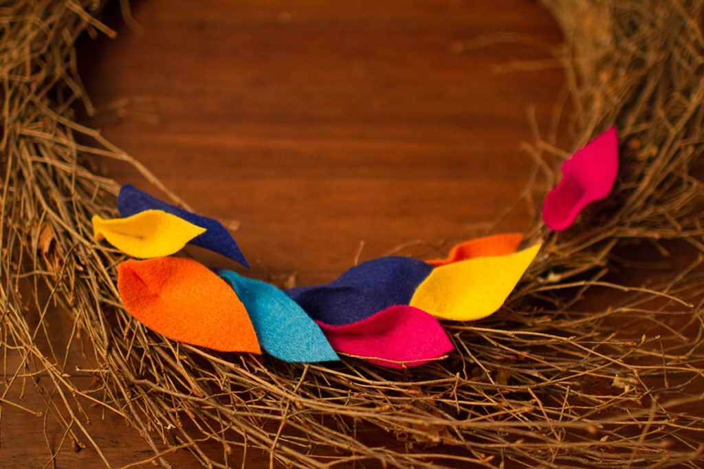 Oh So Lovely Blog shares a fun and easy DIY fall felt leaf wreath tutorial. Perfect for the season!