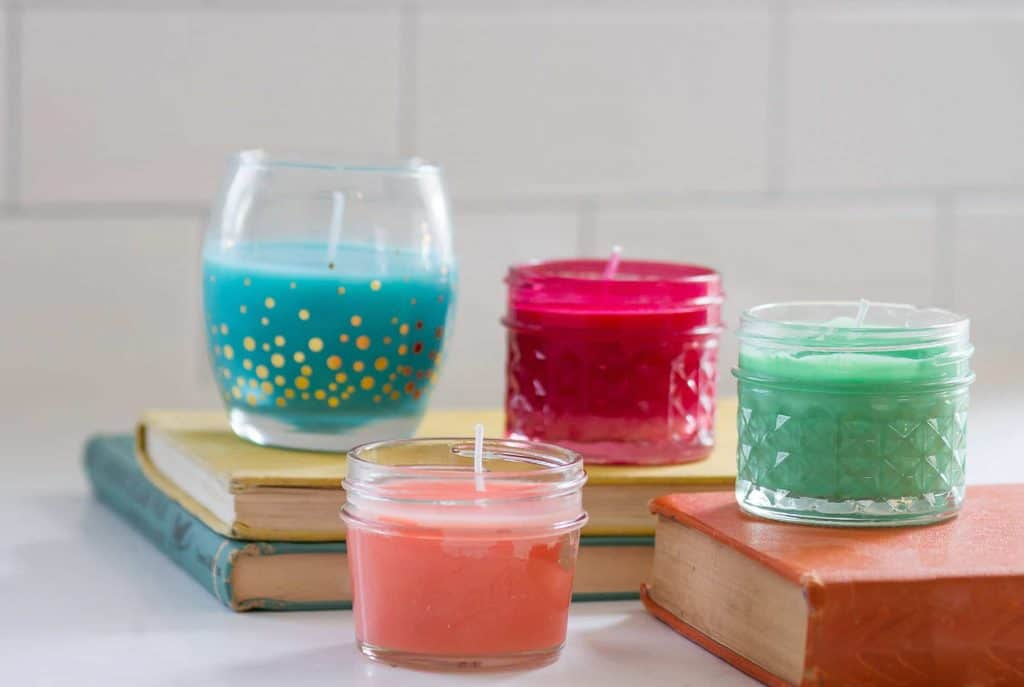 Audrey of Oh So Lovely Blog shows you how to make easy DIY no wax candles in only a couple minutes!