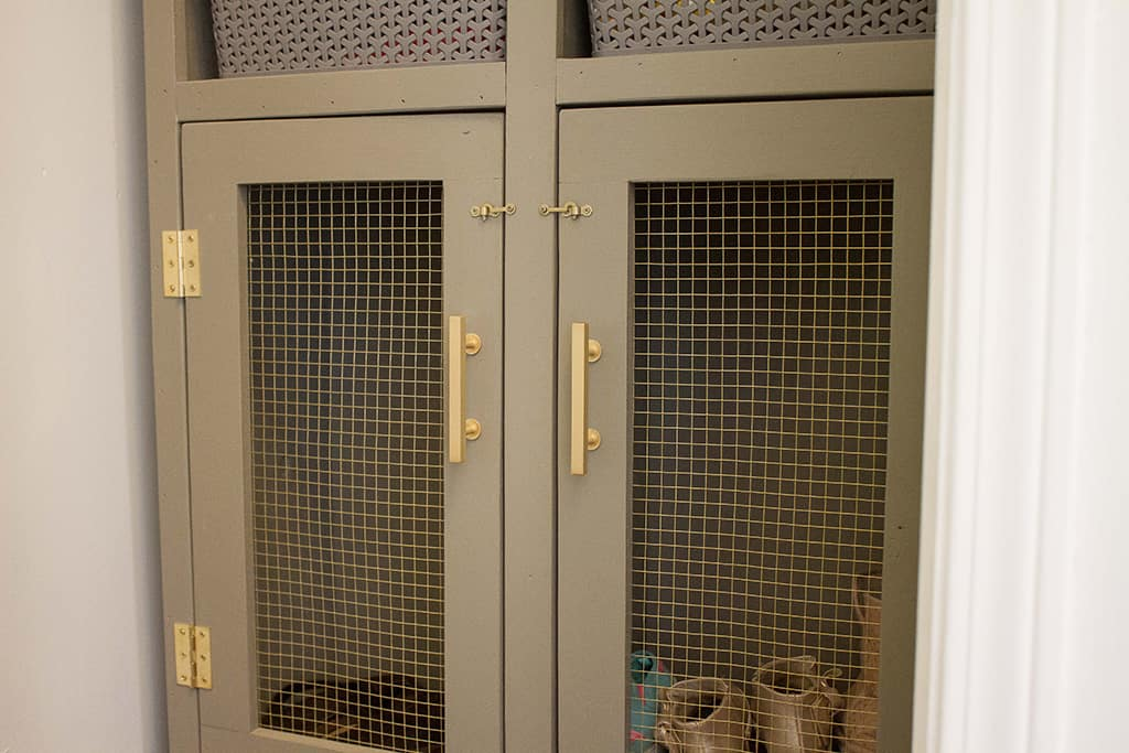 Audrey of Oh So Lovely Blog shares an easy and affordable DIY mini mudroom makeover featuring a custom console cabinet from Deer Lake Designs.