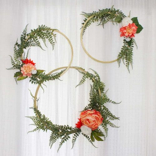 Audrey of Oh So Lovely Blog shares a DIY modern floral wreath tutorial—perfect for a wedding photo backdrop.