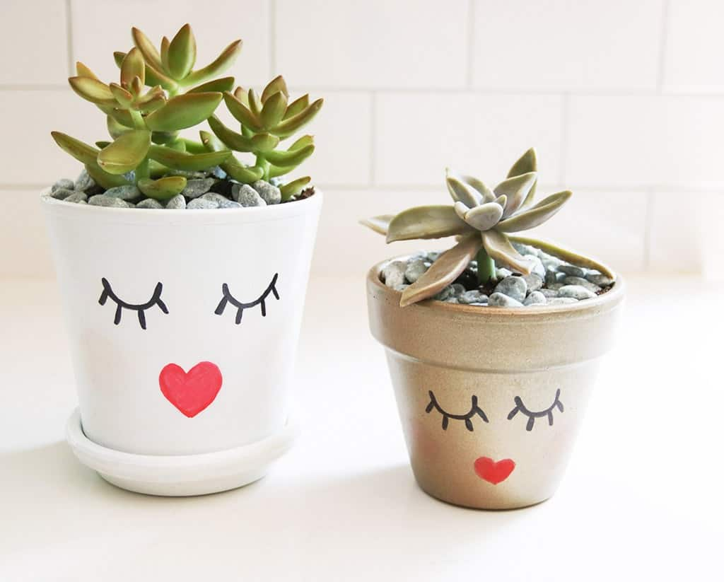 Audrey of Oh So Lovely Blog shows just how easy it is to make some affordable DIY summery planter pots perfect for your summer home decor, hostess gifts, you name it.