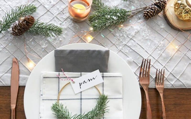 DIY  //  HOLIDAY WREATH PLACE CARDS