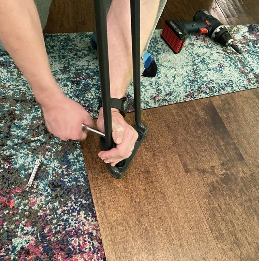 Adding hair pin legs to table top