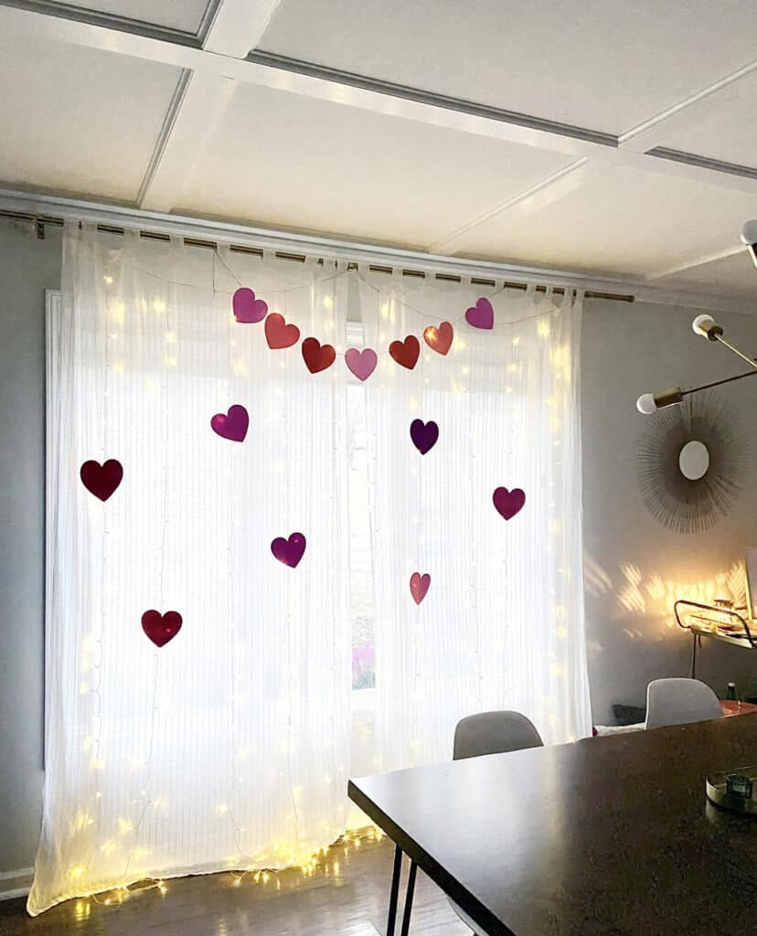 Valentine's Day curtain banner decorations – an easy and affordable idea!