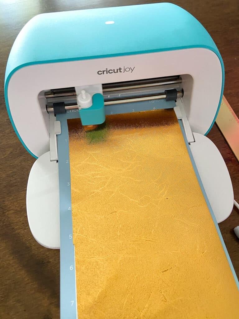 cutting gold vinyl with Cricut Joy