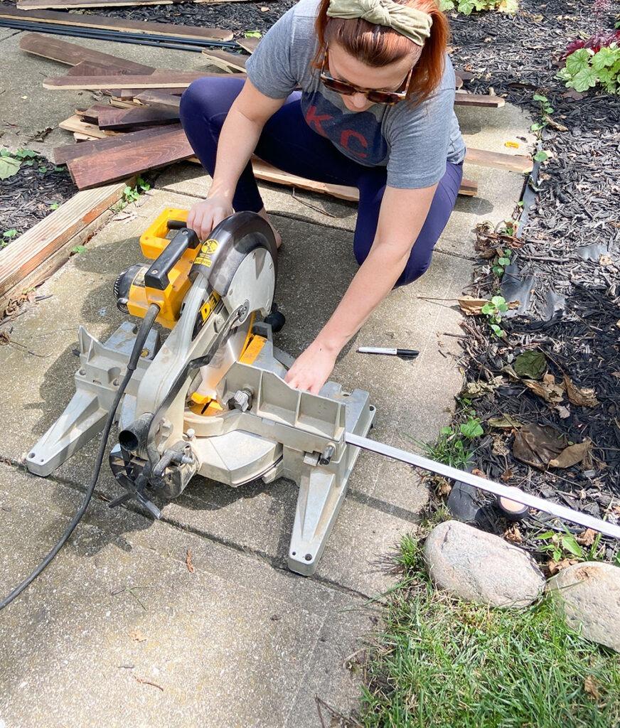 Cutting vertical trim with saw