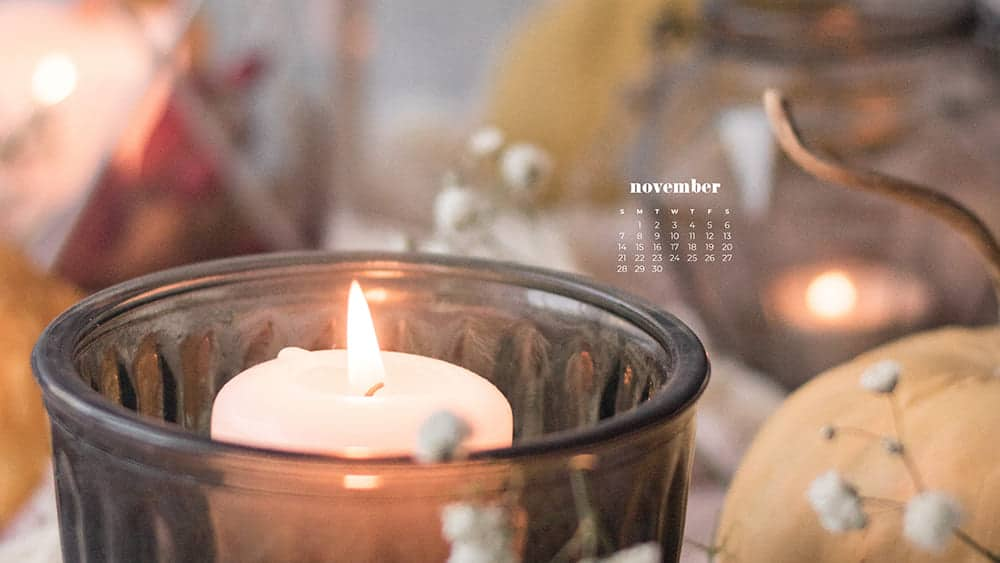 Beautiful and cozy candles with babiesbreath and pumpkins November - FREE wallpaper calendars in Sunday & Monday starts + no-calendar designs. 35 options for both desktop and smart phones!